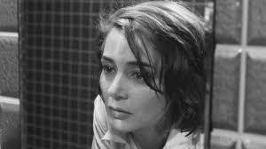 Emmanuelle Riva, una de las actrices de la Nouvelle Vague, es un primer plano de una escena de la película Hiroshima mon amour