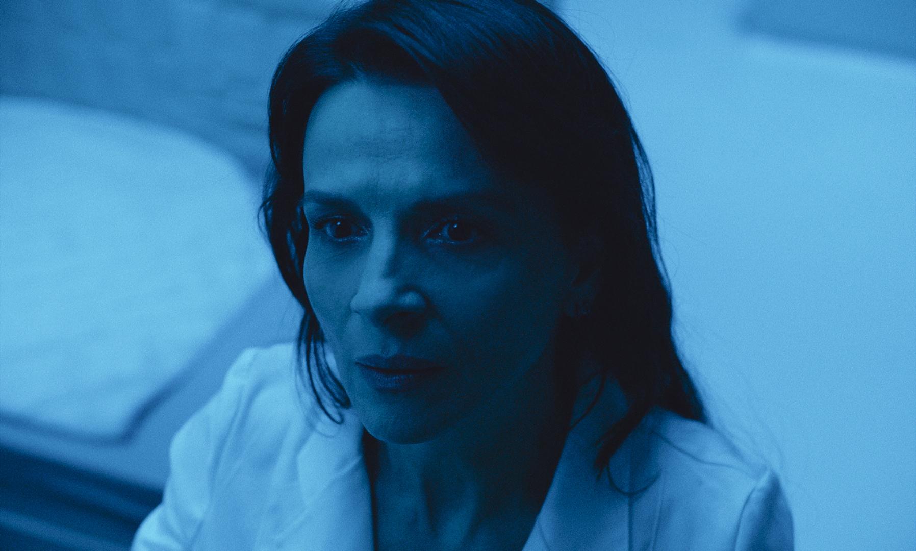 Primer plano de Juliette Binoche en un fotograma de la película High Life de Claire Denis