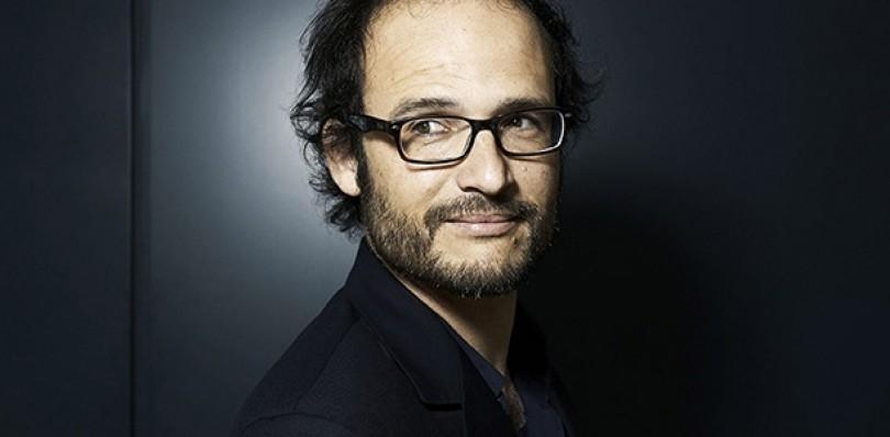 Primer plano de Thomas Lilti, el director de la película francesa Mentes Brillantes,.