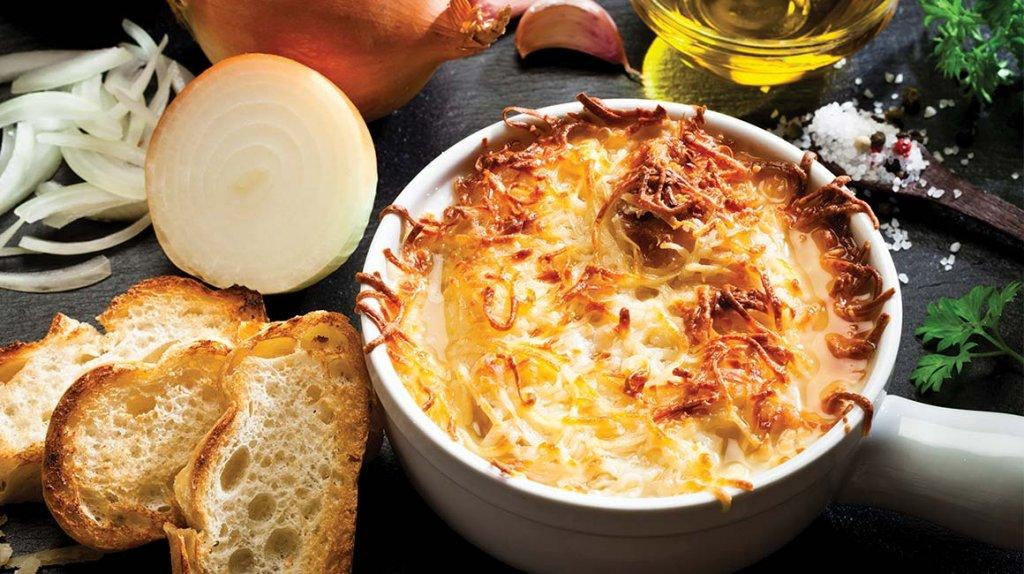 Sopa de cebolla, un plato típico de la cocina francesa