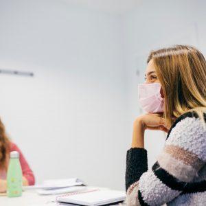 Alumnos del curso de francés intensivo presencial en clase