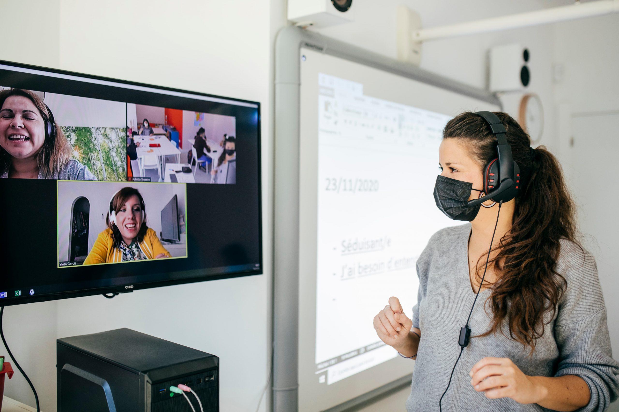 Juliette Tessaire, nuestra coordinadora pedagógica, imparte una clase de francés online